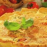 italiskas pyragas su pomidorais baziliku ir suriu