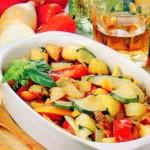 Karštos salotos su keptomis daržovėmis
